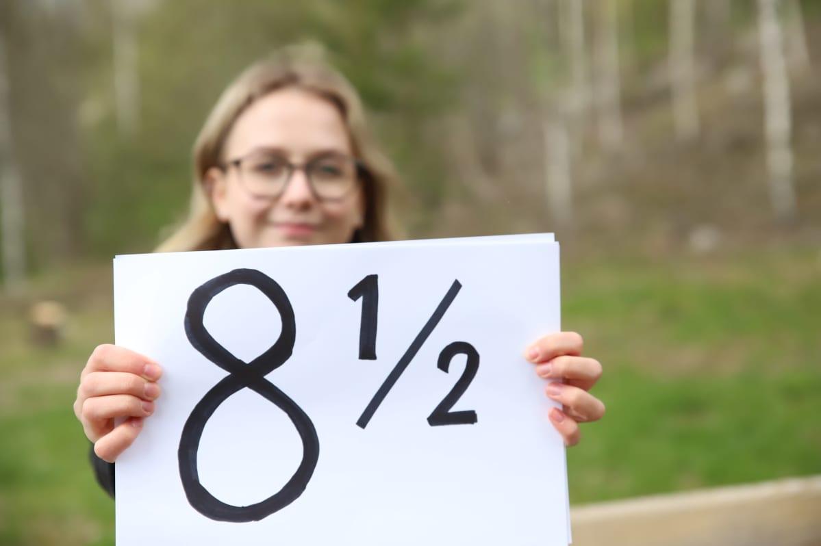 Elisa Toivola, 18, Lahden lyseosta juttuun etäopiskelun tasosta.