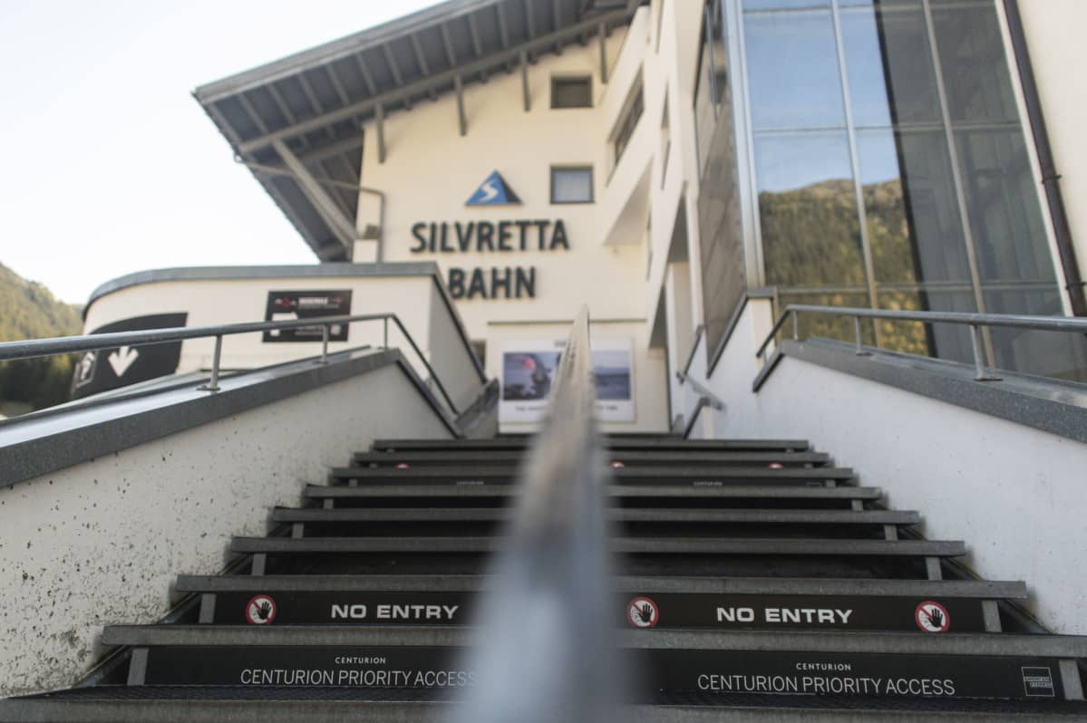 Itävaltalainen Ischglin hiihtokeskus sai keväällä pahaa mainetta, kun tuhannet hiihtokeskuksessa vierailleet turistit saivat koronatartunnan. Keskus on määrä jälleen avata, Itävalta suhtautuu penseästi hiihtokeskusten sulkuun.