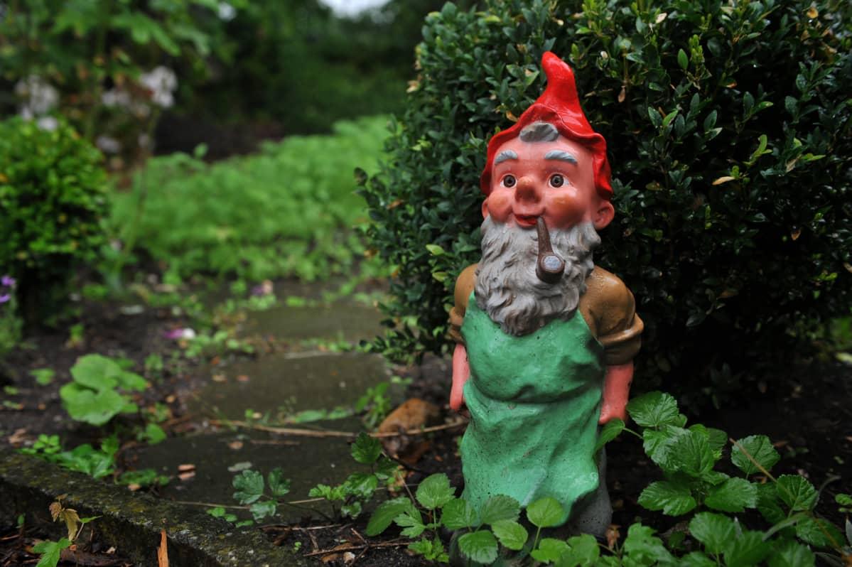 Puutarhanhoito on kaikissa muodoissaan kasvattanut suosiotaan koronapandemian aikana, ja myös puutarhakoristeiden kysyntä on kasvanut.