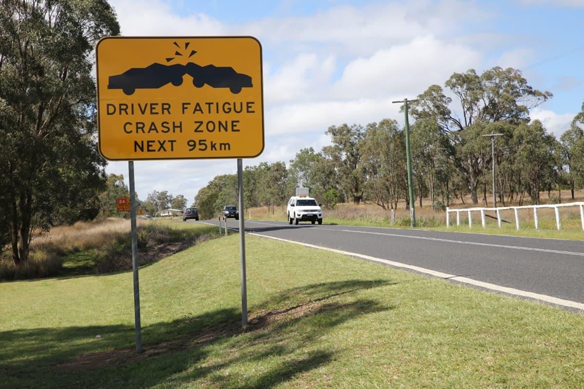 """Driver fatigue crash zone next 95 km"" -merkki varoittaa autoilijoita."