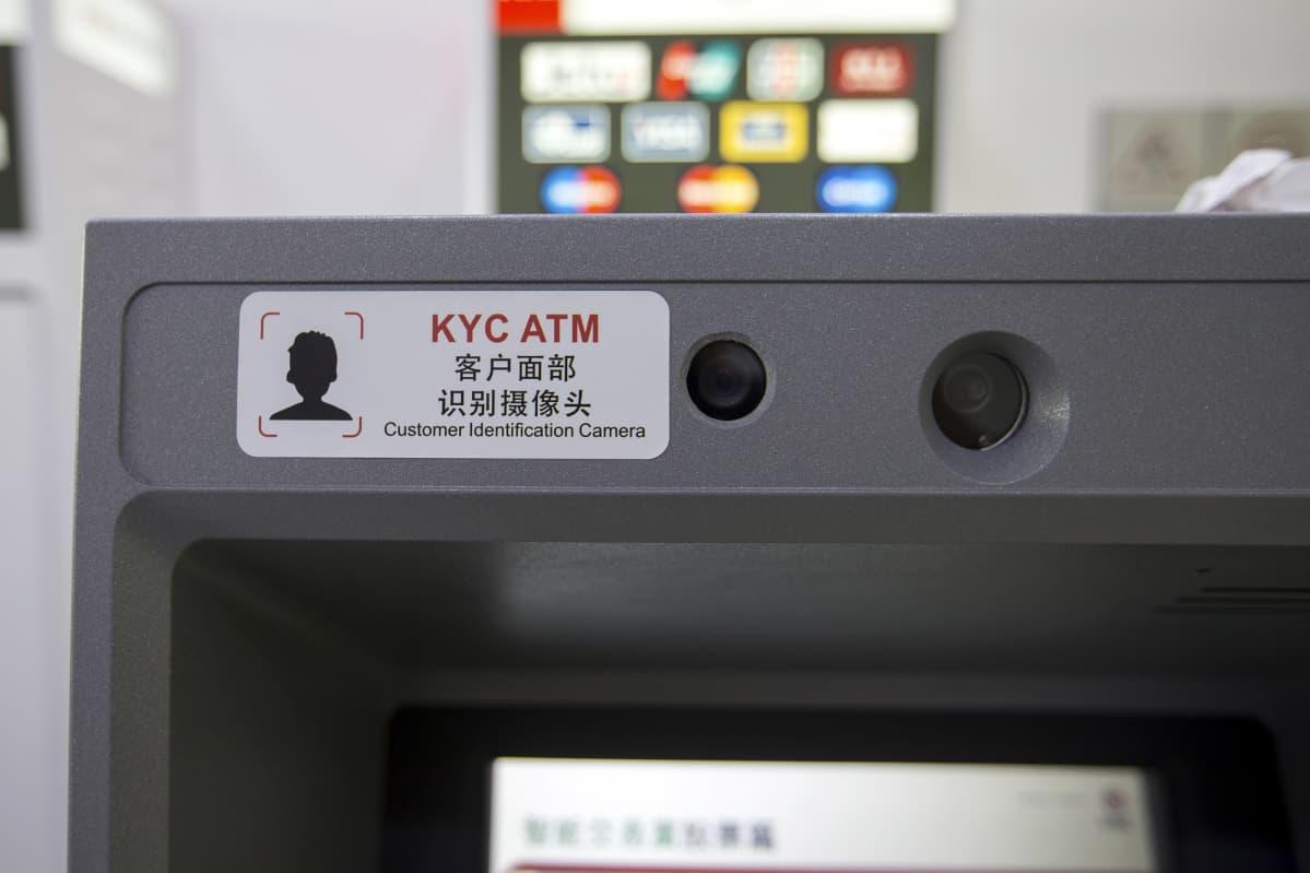 Lähikuva pankkiautomaatin kamerasta.