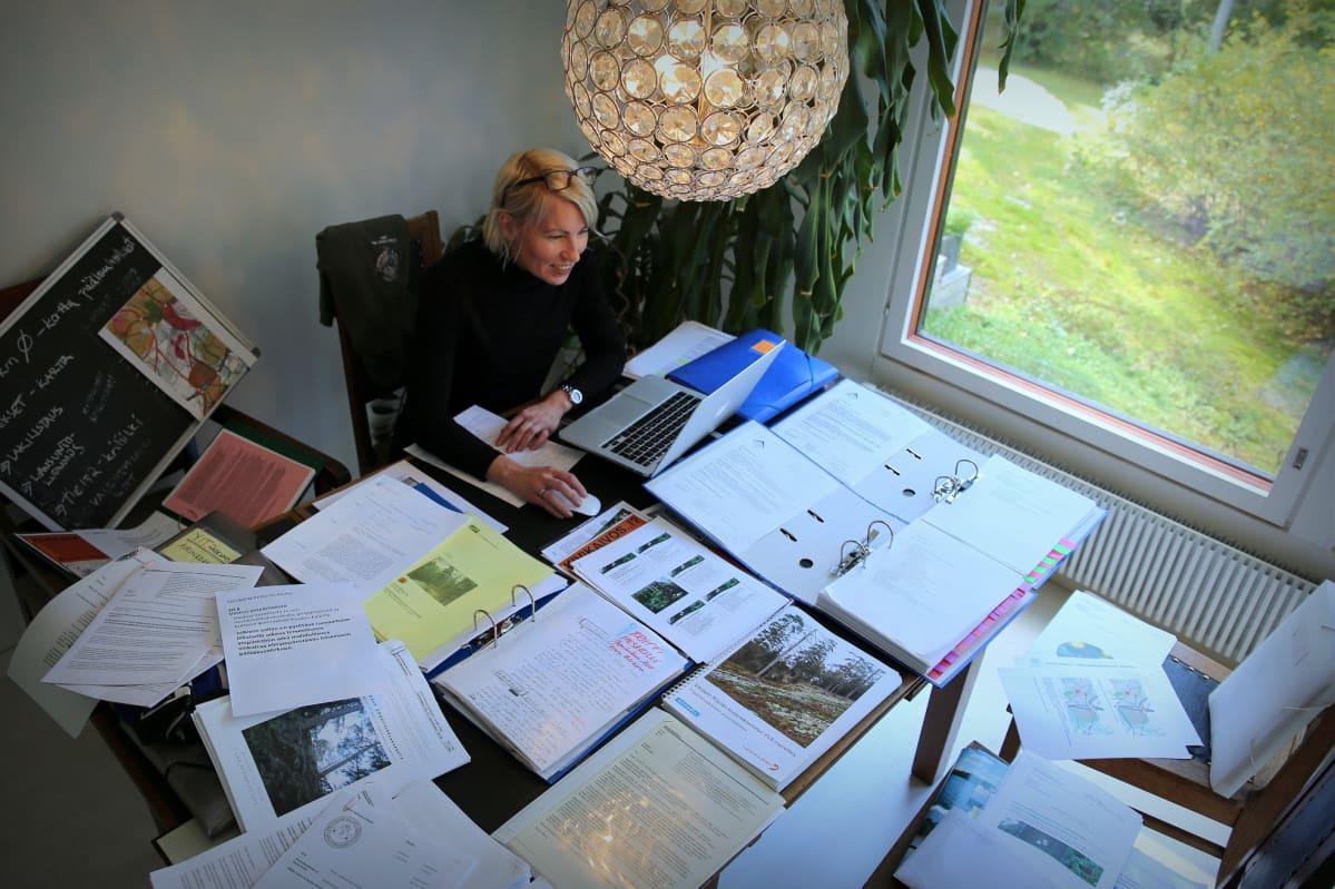 Niina Ihalainen on vastustanut Luoteis-Vantaan ja Nurmijärven rajamaille kaavailtua louhinta- ja murskaushanketta yli 10 vuoden ajan.