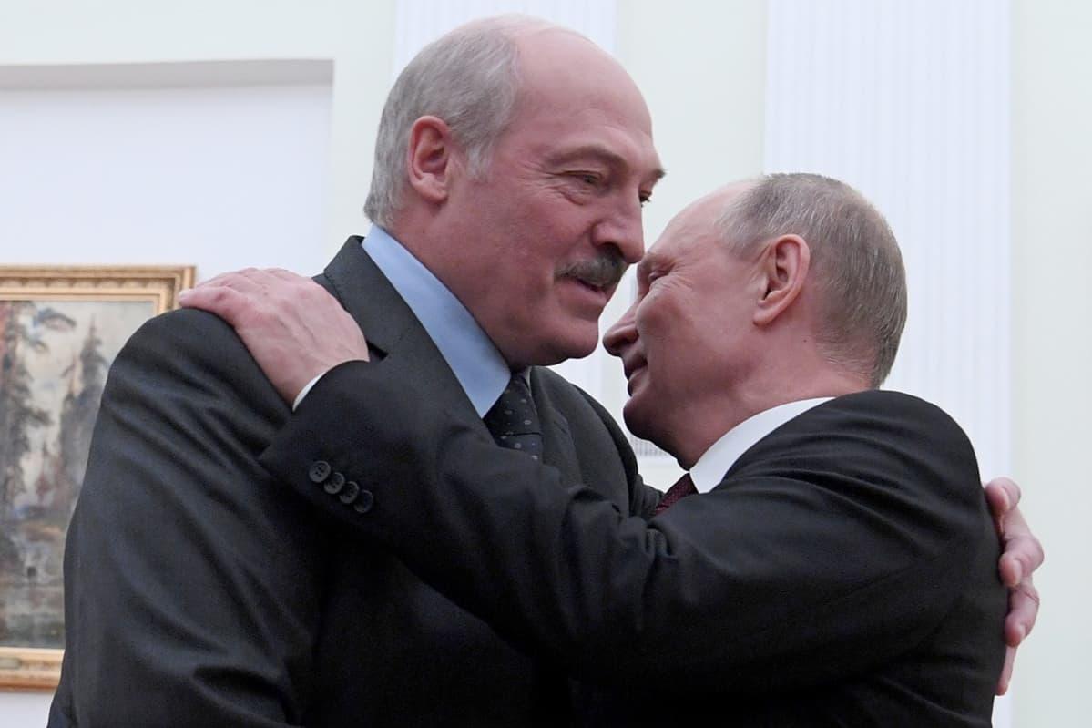 Lukašenka ja Putin halaavat.