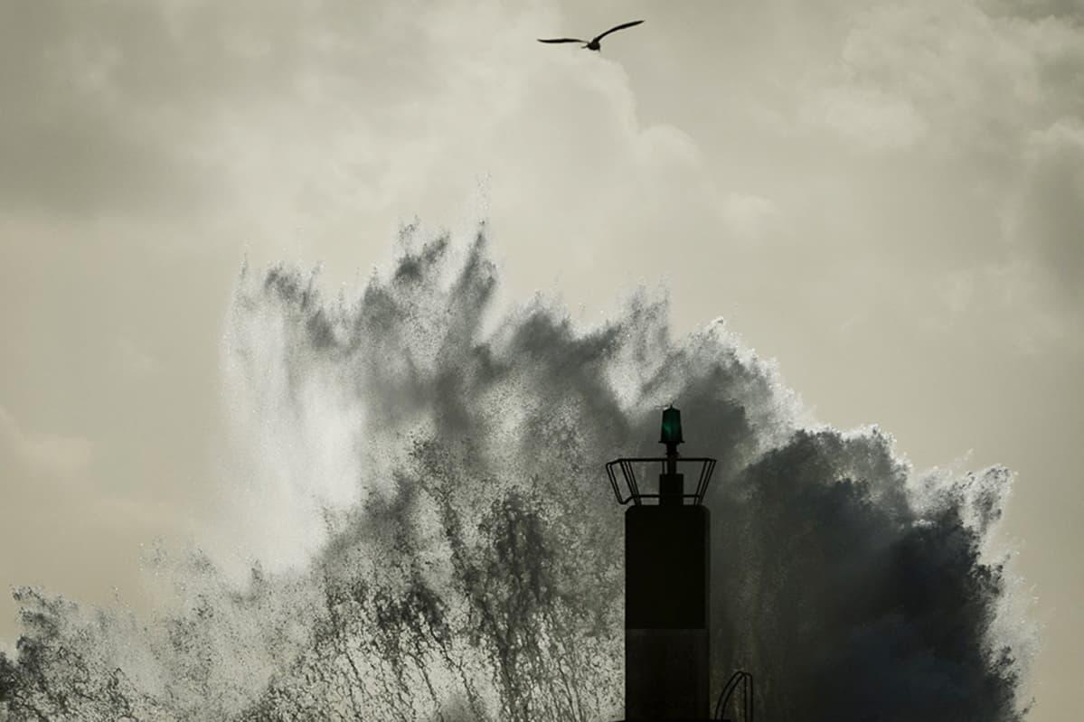 Myrskyt ovat riepotelleet Etelä-Eurooppaa jo viikkoja. Kuva on A Guardassa, Espanjan lounaisrannikolla, joulukuun 25. päivä.