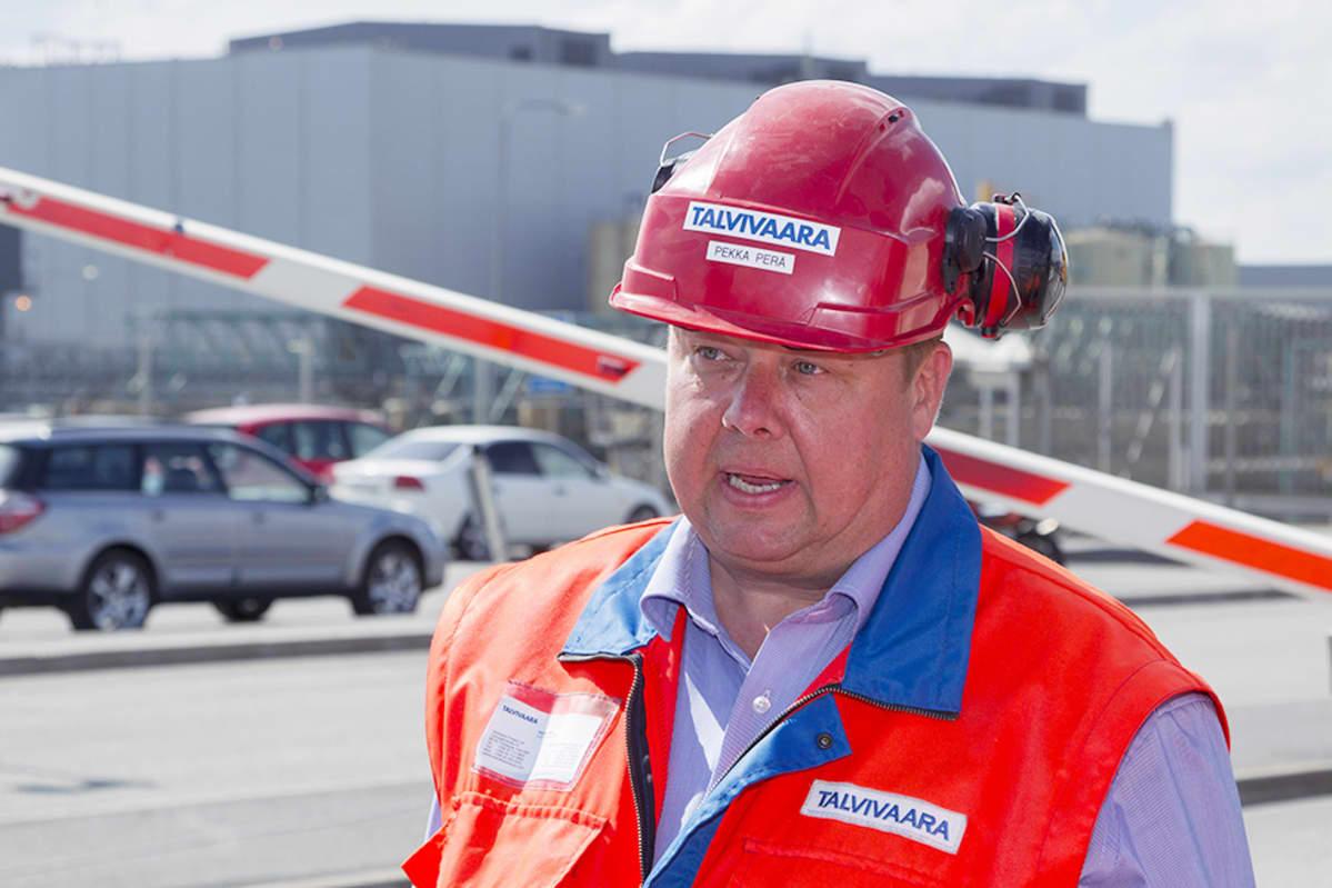 Talvivaaran toimitusjohtaja Pekka Perä Talvivaaran portilla Sotkamossa 31. toukukuuta 2013.