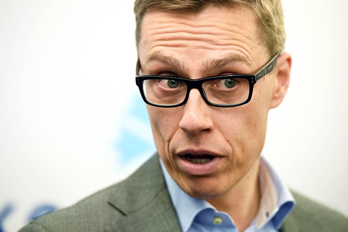 Kokoomuksen puheenjohtaja, pääministeri Alexander Stubb tiedotustilaisuudessa puolueen puoluetoimistolla Helsingissä 20. huhtikuuta.