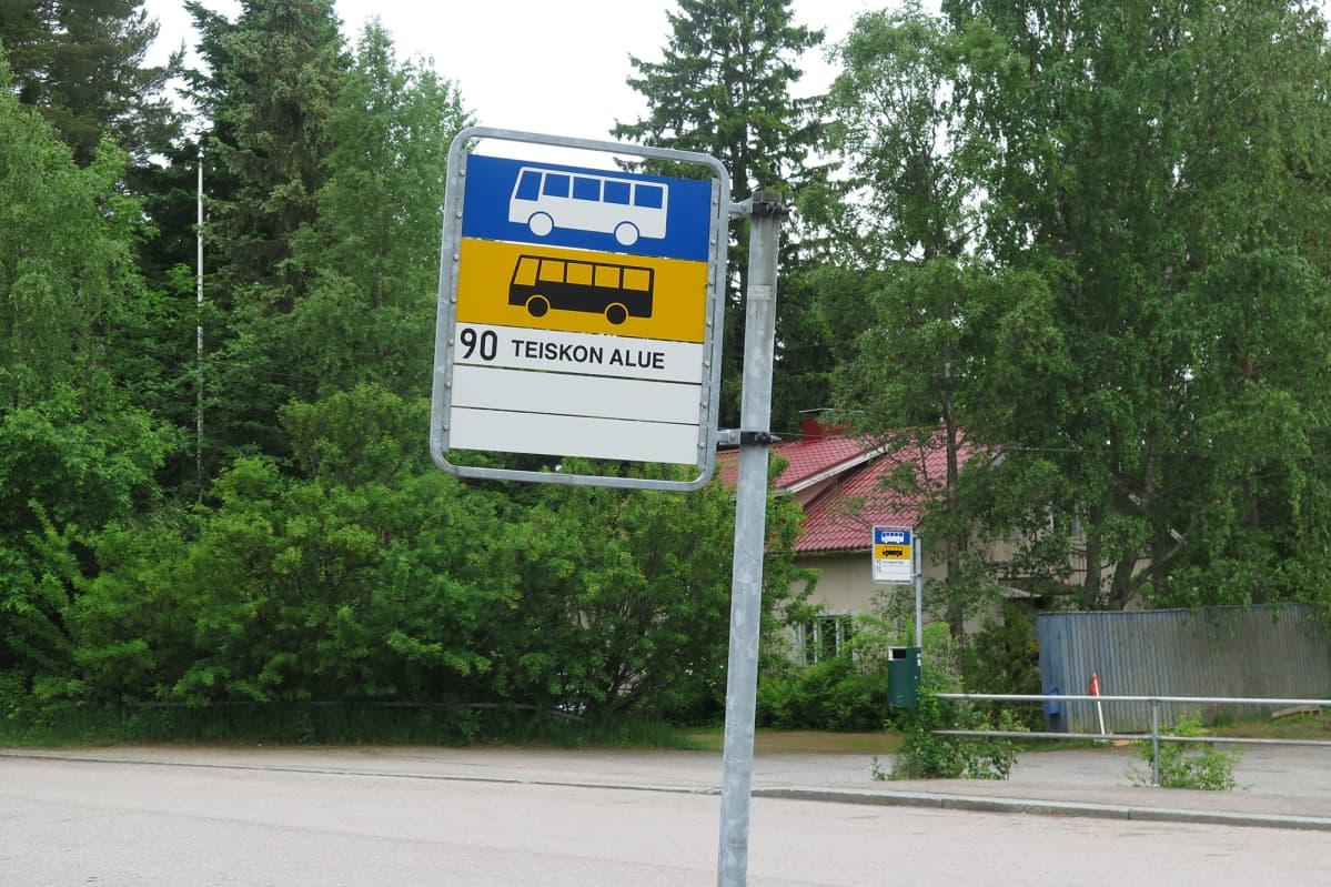 Linjan 90 pysäkki Kämmenniemessä.
