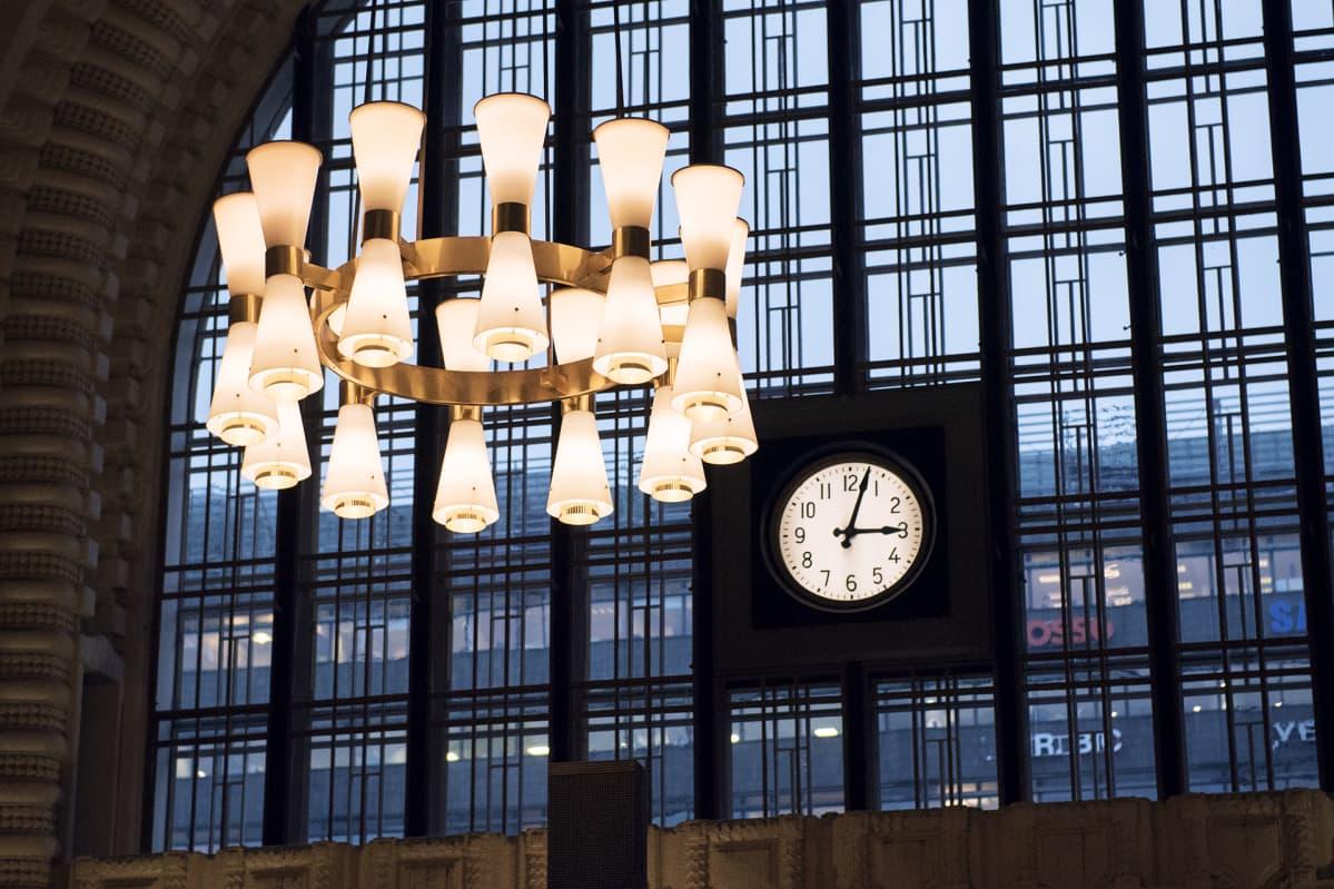rautatieaseman lamput