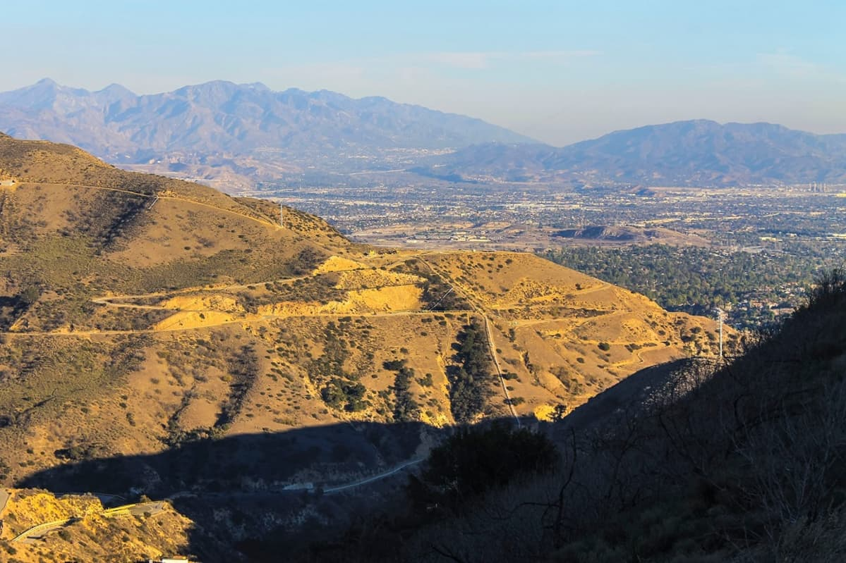 Aliso Canyonin kaasunvarastointialue kukkuloilla Los Angelesin pohjoispuolella.