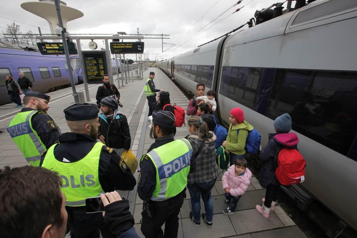 Tilapäisiä rajatarkastuksia Malmössa 12. marraskuuta 2015.