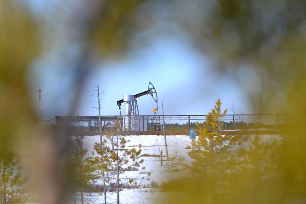 Öljynpumppausasema. Puolet Venäjän öljystä pumpataan Länsi-Siperiassa sijaitsevasta Hanti-Mansian autonomisesta piirikunnasta.