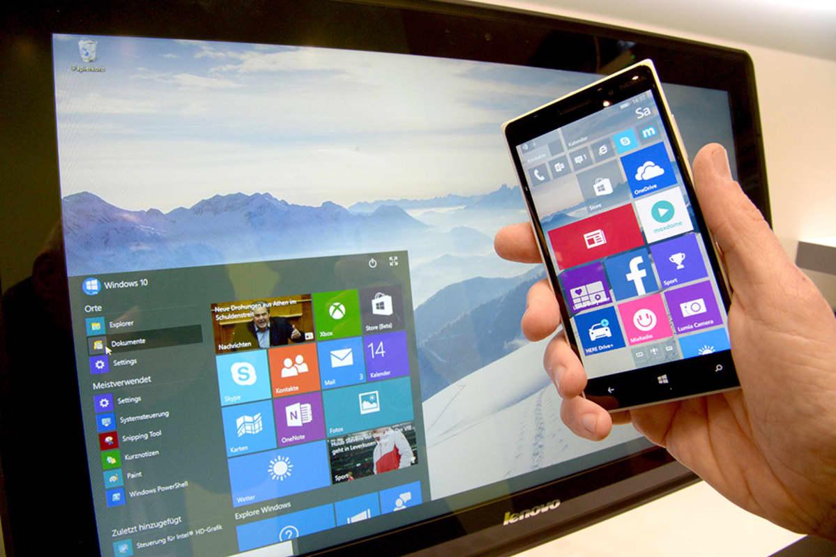 Windows-järjestelmä kännykässä ja tietokoneen ruudulla.