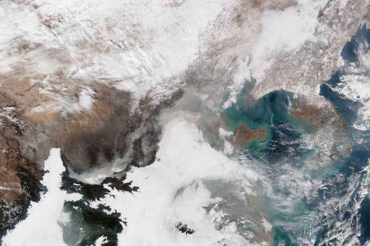 Pilviä Kiinan ja Korean niemimaan yllä NASA:n satelliitista nähtynä