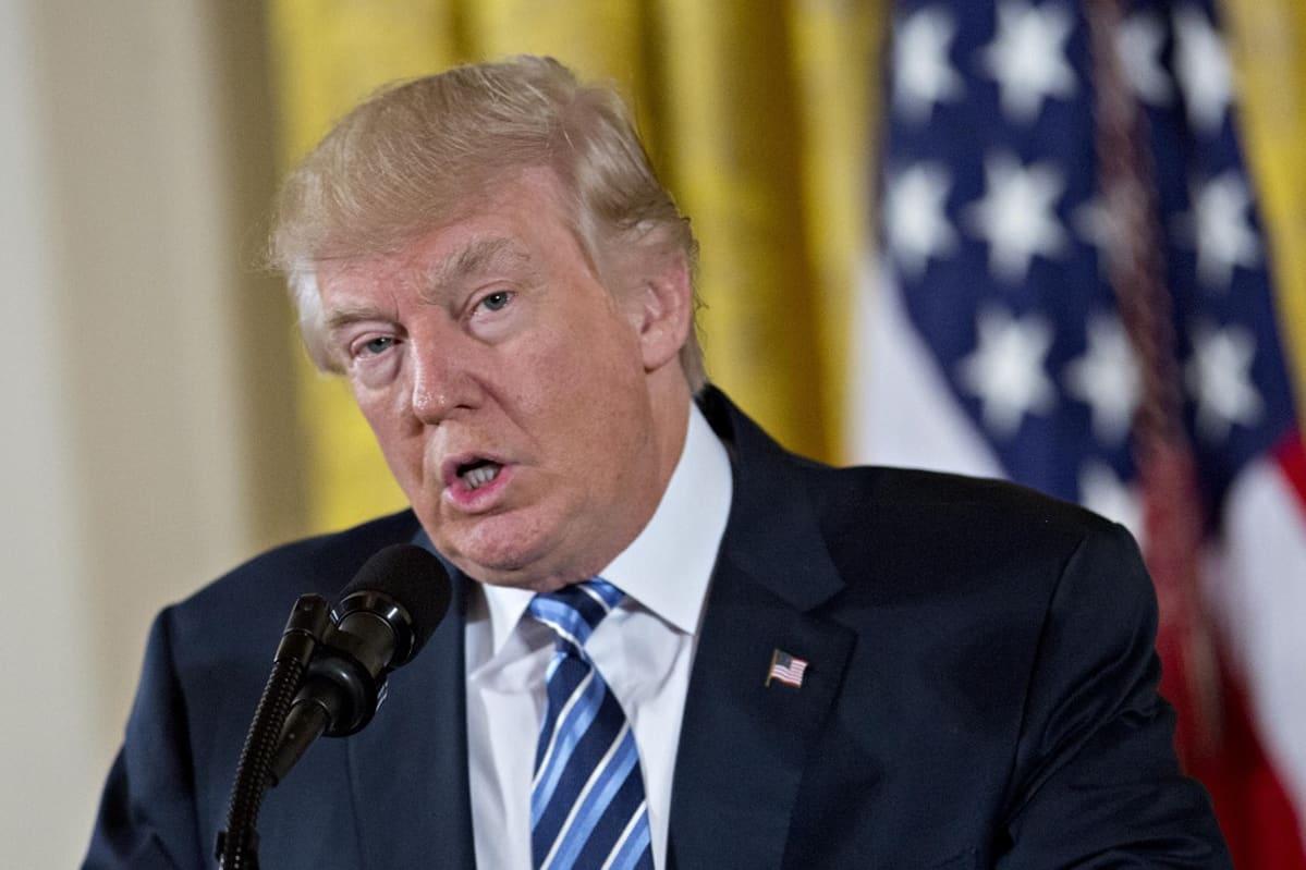 Donald Trump Valkoisessa talossa 22. tammikuuta. Trump puhui virkakuntansa valatilaisuudessa.