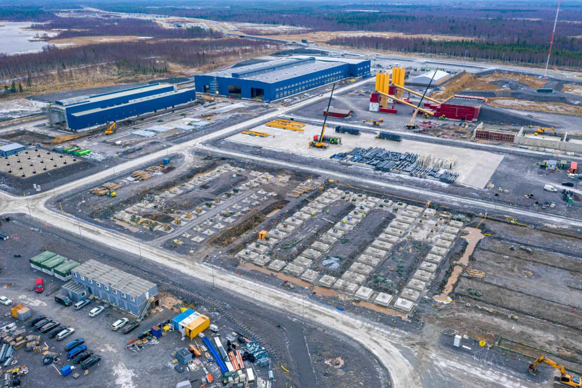 Rakennuksia ja rakennustöitä Pyhäjoen ydinvoimala-alueella joulukuussa 2020