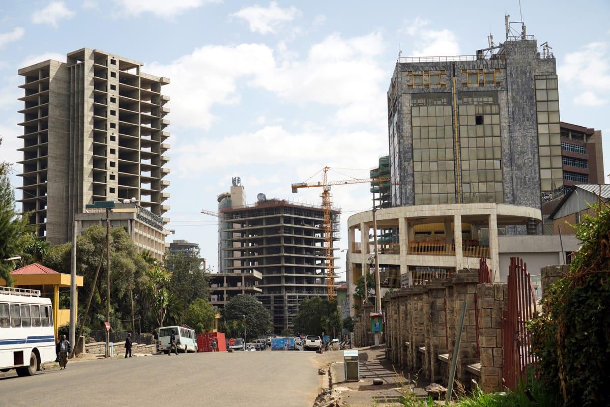 Usko Etiopian talouskasvun jatkumiseen on vahva. Monet pilvenpiirtäjät Addis Abebassa nousevat kiinalaisella lainarahalla.
