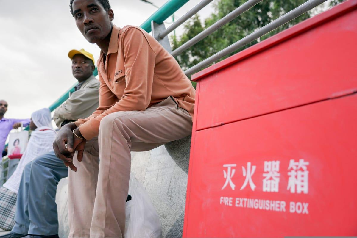 Addis Abeban kaupunkiradalla kyltit ovat kiinaksi ja englanniksi, mutta eivät paikallisilla kielillä.