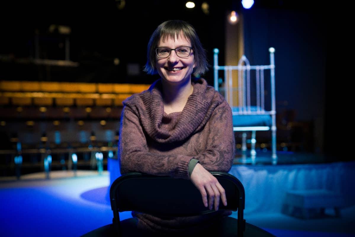 - Paras palkinto työstä on se, kun näyttelijät ensi-illassa ottavat aplodit vastaan, sanoo Taittuu ry:n vastaava tuottaja ja puheenjohtaja Neea Kilkki.