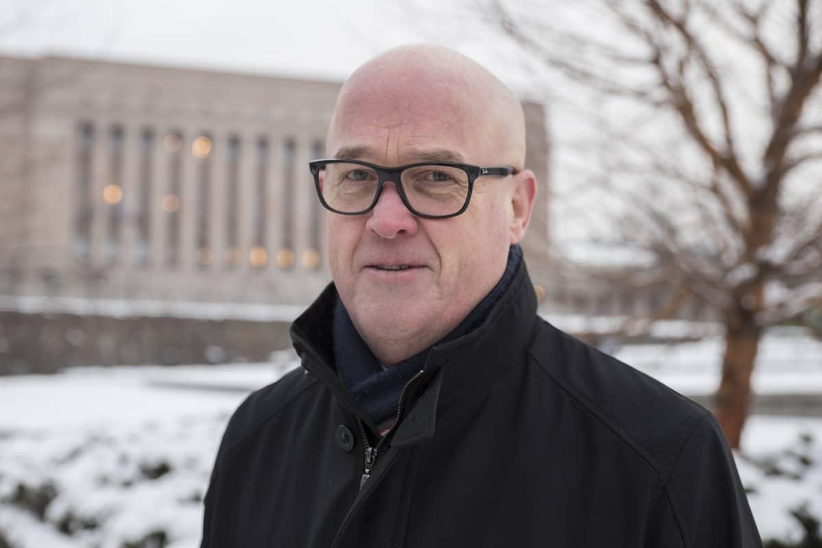 Markku Pakkanen, kansanedustaja (kesk.), taksiyrittäjä.