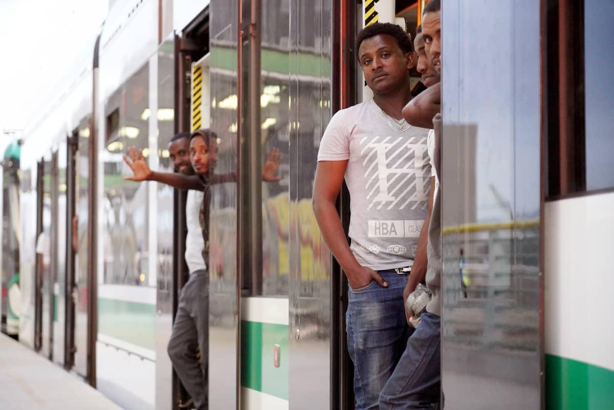 Addis Abeban kaupunkirata on pituudeltaan Helsingin metron luokkaa.