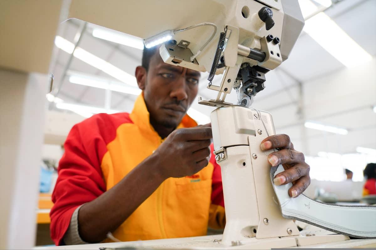 Etiopian kilpailuvaltti on matala palkkataso. Tehdastyöntekijöiden kuukausiansio on keskimäärin 80 euroa.