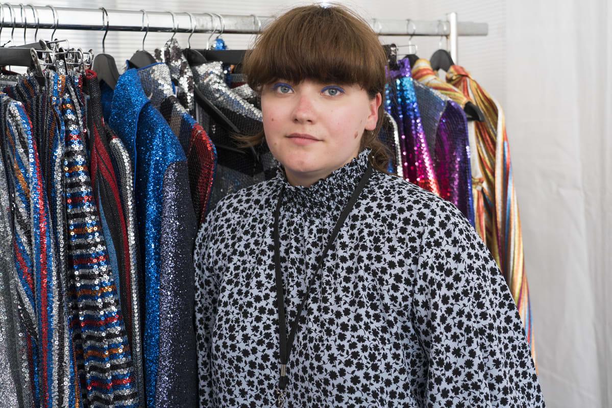Aalto-yliopiston muotisuunnittelilun opiskelija Anna Isoniemi on yksi Hyéres -muotisuunnittelukilpailun finalisteista.