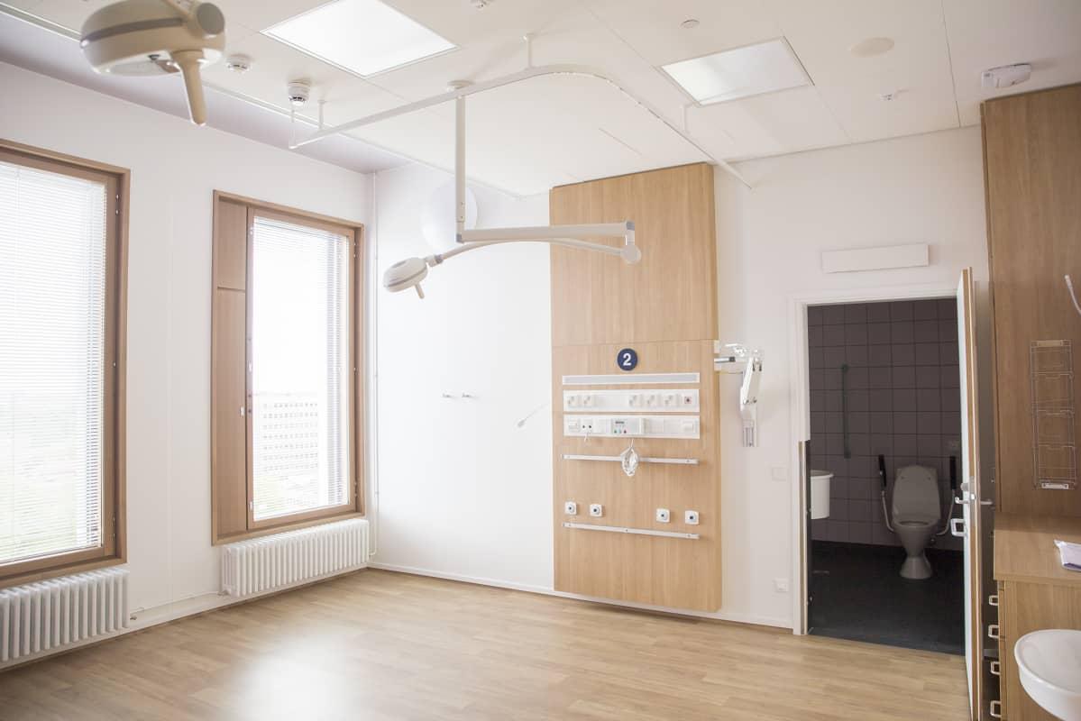 Kahden hengen huone uudessa lastensairaalassa.