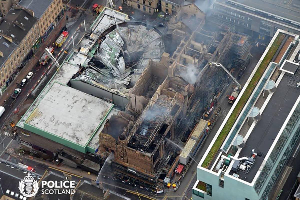 Ilmakuva tulipalossa tuhoutuneesta taidekoulusta.