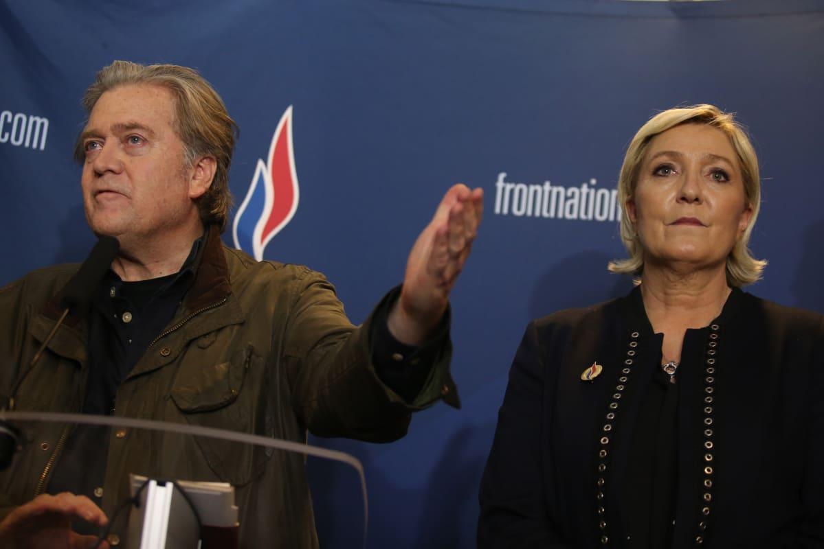 Steve Bannon tapasi Kansallisen liittouman puheenjohtajan Marine Le Penin maaliskuussa Ranskan Lillessä.