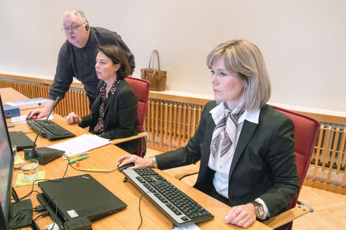 Syyttäjät Katri Junnikkala-Heikkinen ja Sari Anttonen