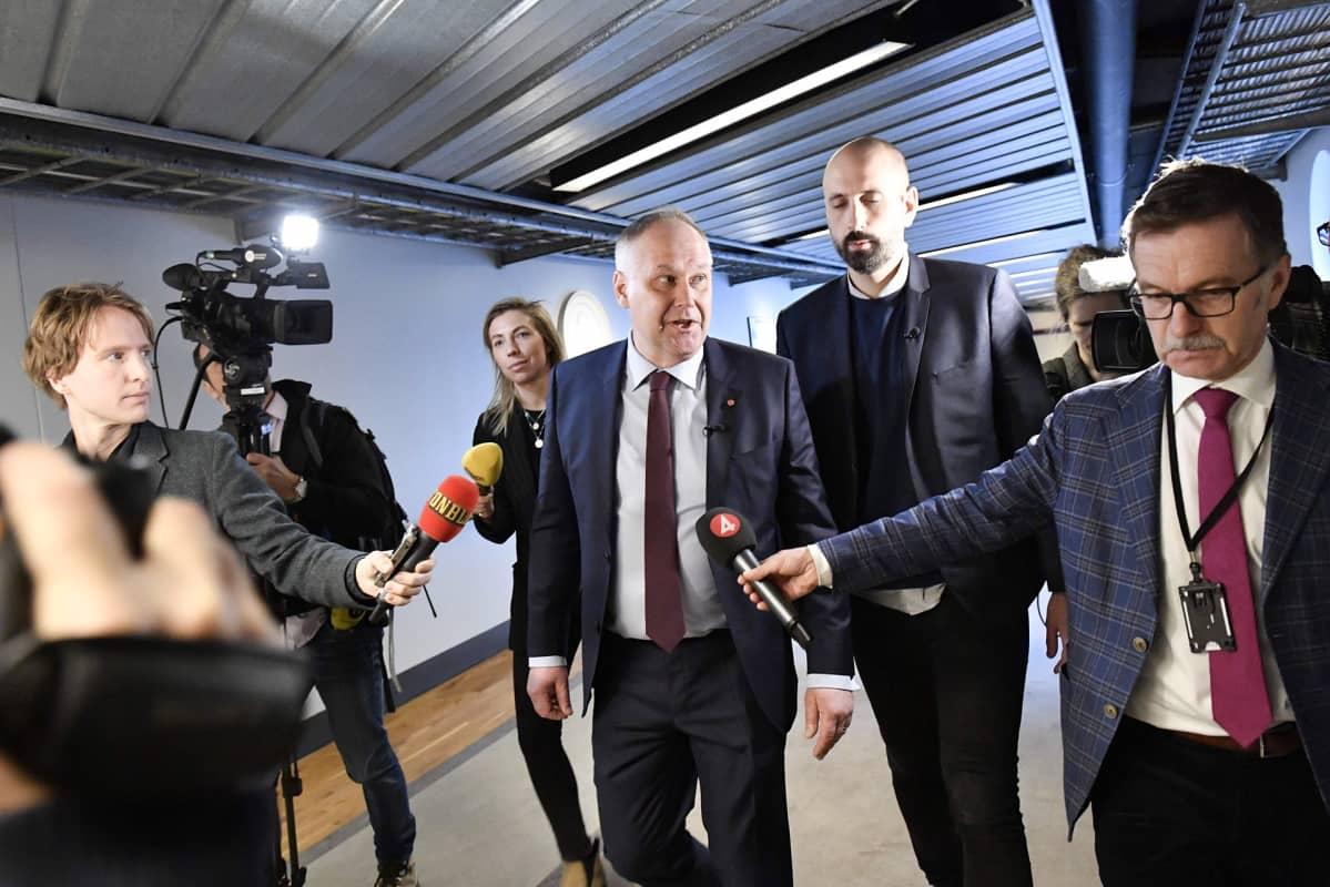 Vasemmistopuolueen johtaja Jonas Sjöstedt.