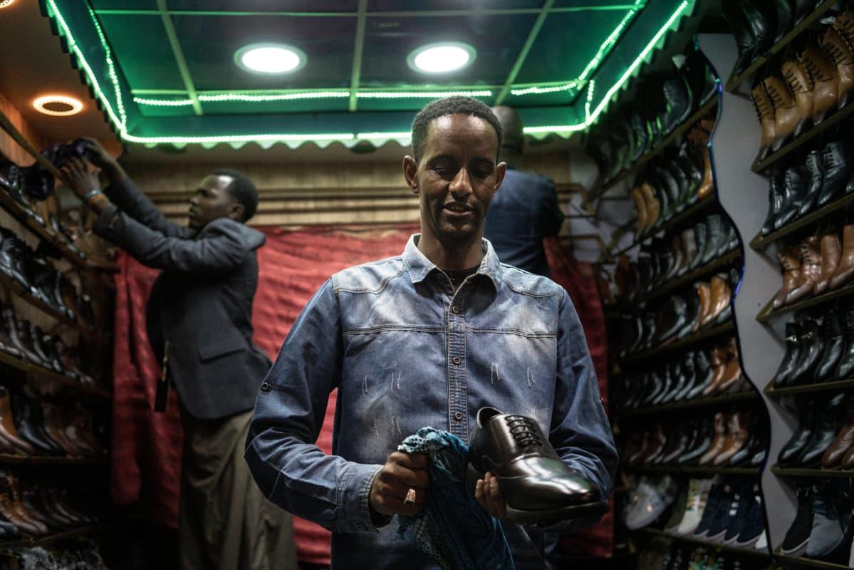 Ebrahim Galgalo kiillottaa kenkiä Eastleighssä.