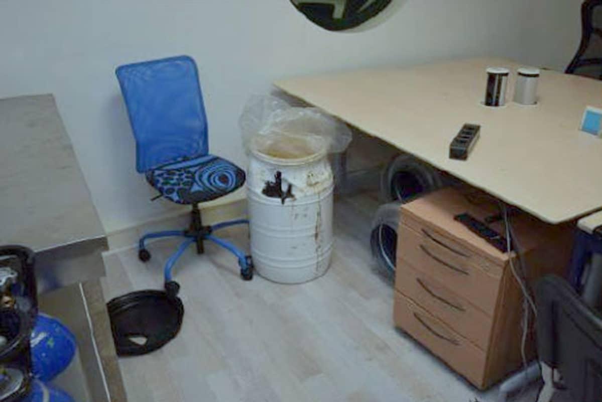 Poliisi löysi Alankomaista yrityksen tilat, joissa kokaiinia käsiteltiin poliisin epäilyn mukaan.