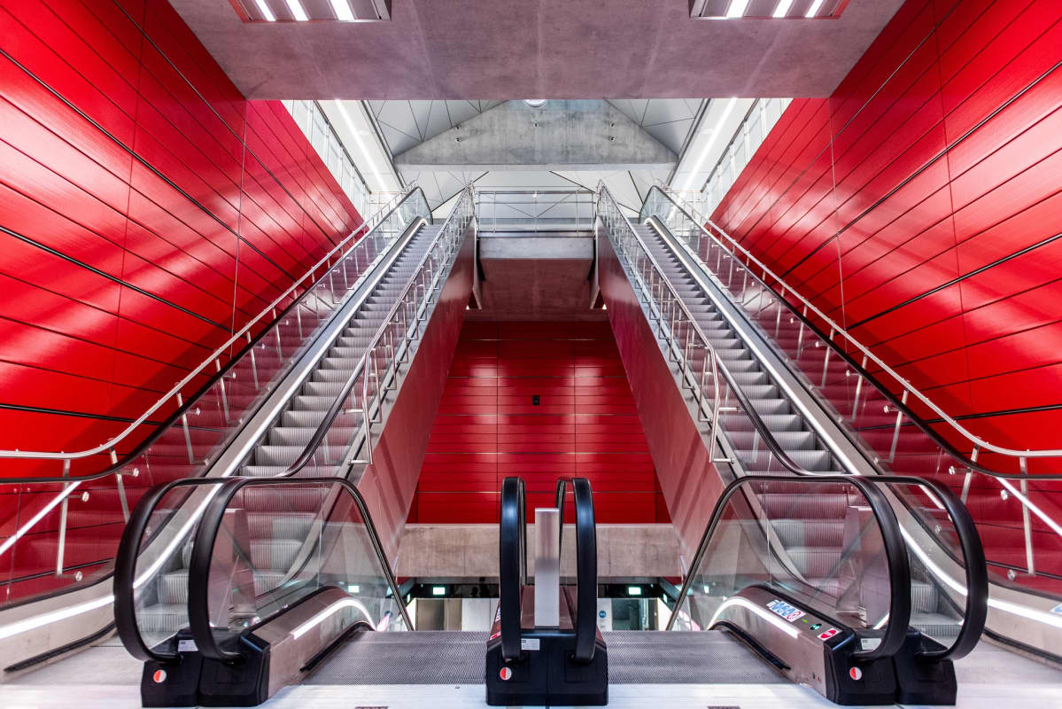 Metroaseman liukuportaat.