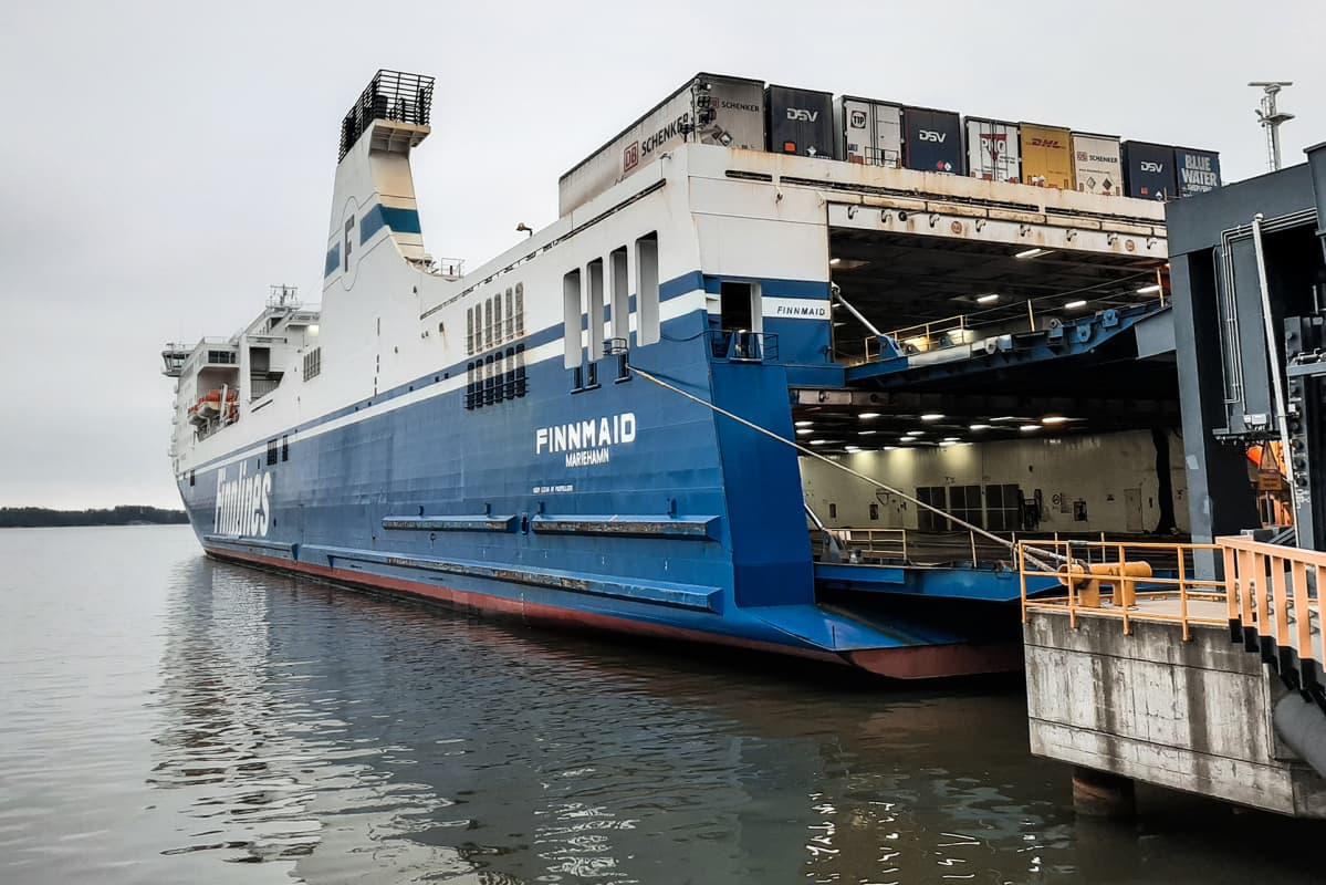 Finnlinesin alus Finnmaid vuosaaren satamassa.