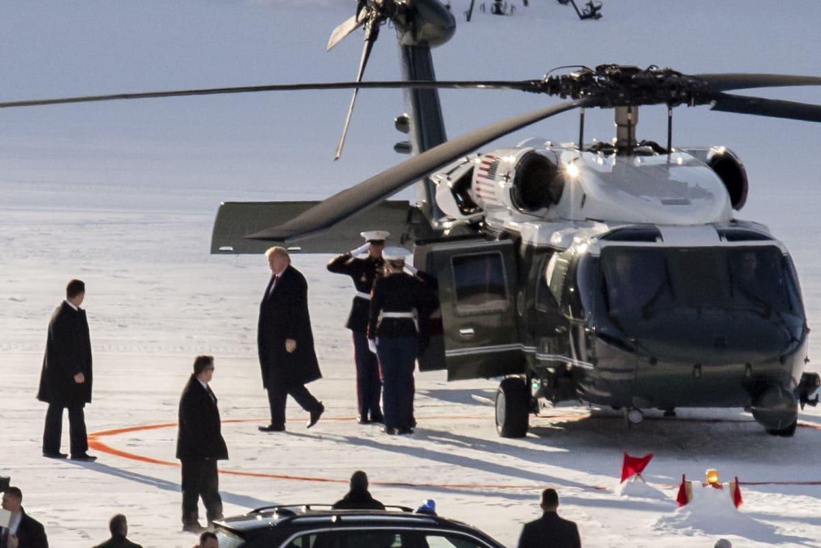 Donald Trump helikopterikentällä