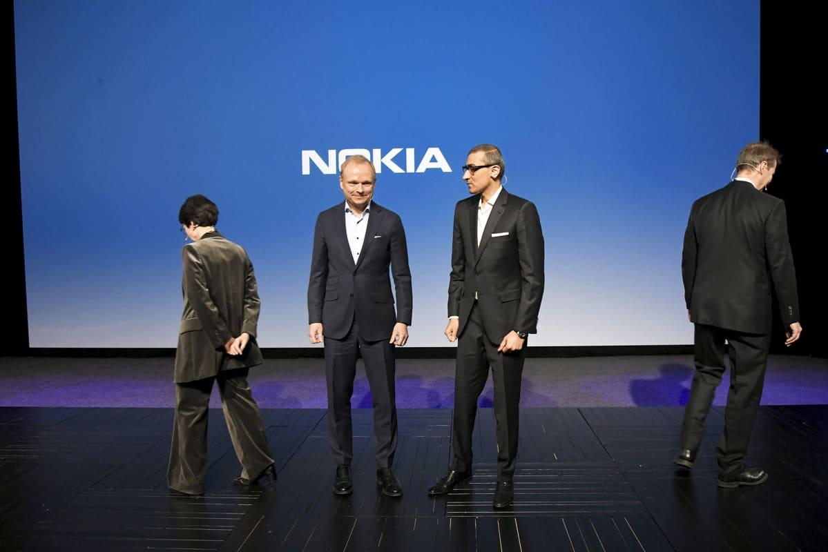 Sari Baldauf, Pekka Lundmark, Rajeev Suri ja Risto Siilasmaa Nokian tiedotustilaisuudessa Espoossa maanantaina.