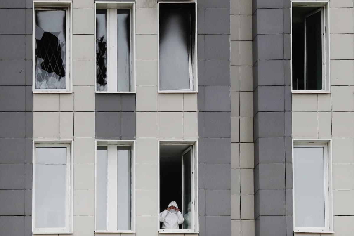 Kuvassa on pietarilainen sairaala, jossa oli tulipalo.