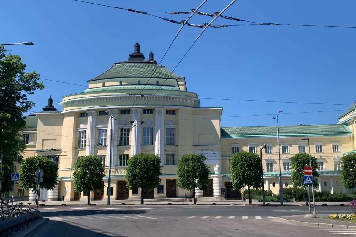 Estonia-teatteri on Tallinnassa sijaitseva teatterirakennus, joka toimivat sekä Viron kansallisooppera Estonia että Viron valtion sinfoniaorkesteri.
