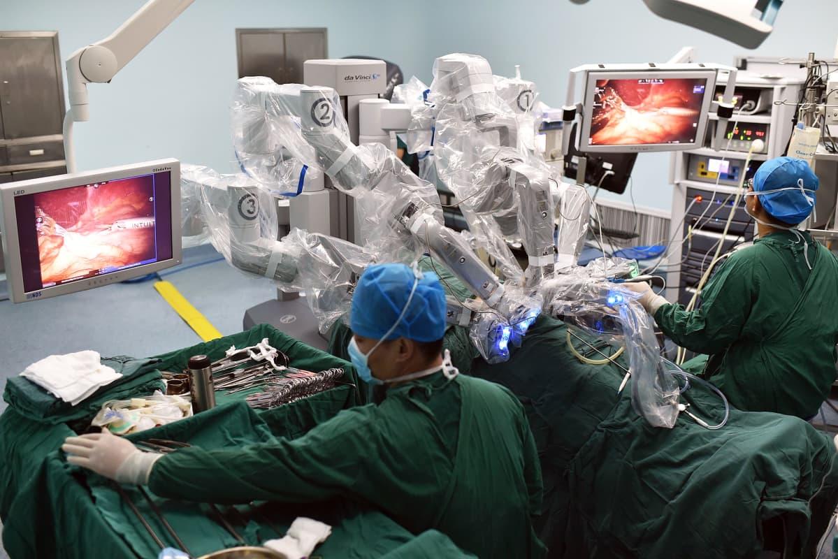 Leikkausrobotti.