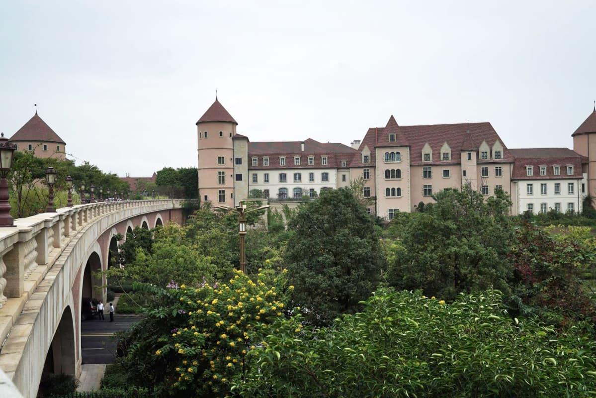 Vanhan Euroopan mallin mukaan rakennettua kampusta.