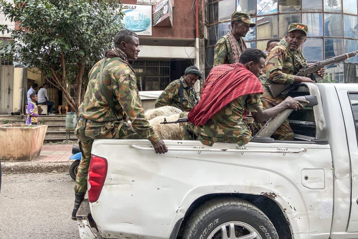 Amhara-joukkojen jäseniä Gondarin kaupungissa Amharan maakunnassa Tigrayn eteläpuolella.