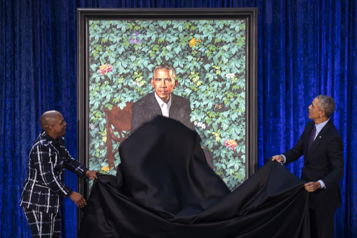 Barack Obama paljasti itseään esittävän maalauksen helmikuussa 2018.