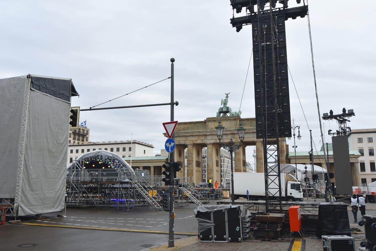 Digitaalista uudenvuoden juhlaa valmisteltiin Berliinissä 29. joulukuuta.