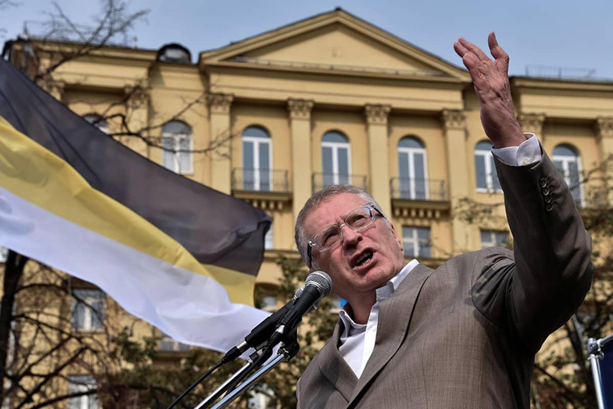 Muun muassa Venäjän parlamentin jäsen Vladimir Zhirinovski joutui pakotelistalle.