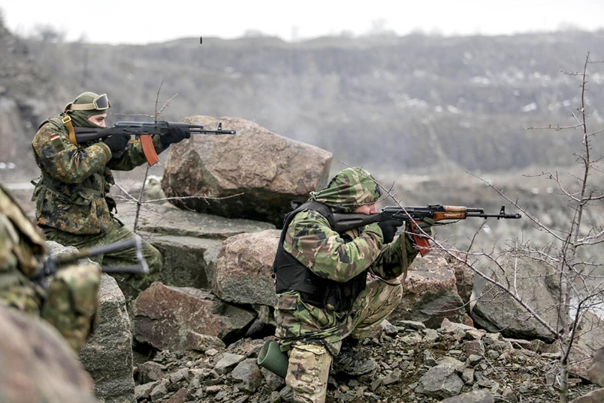 krainalaisia sotilaita sotaharjoituksissa.