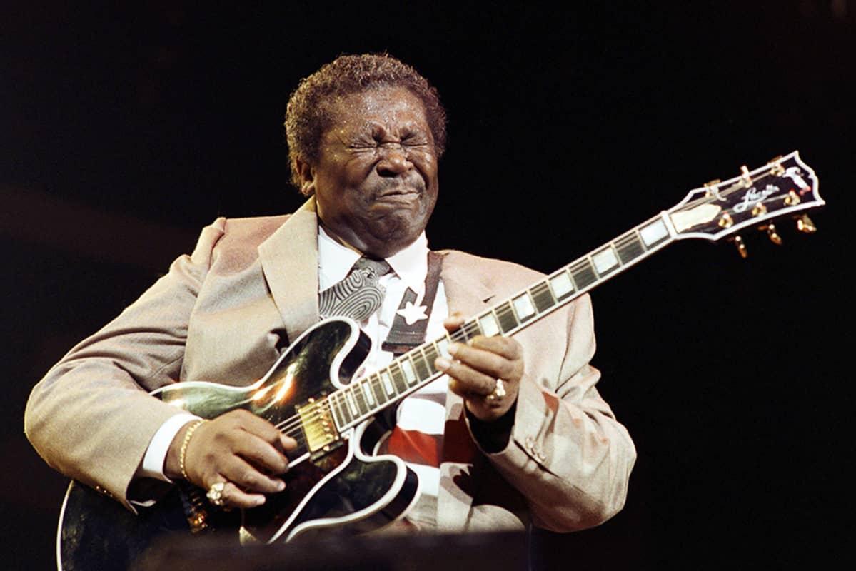King esiintyy Pariisissa joulukuussa 1989.