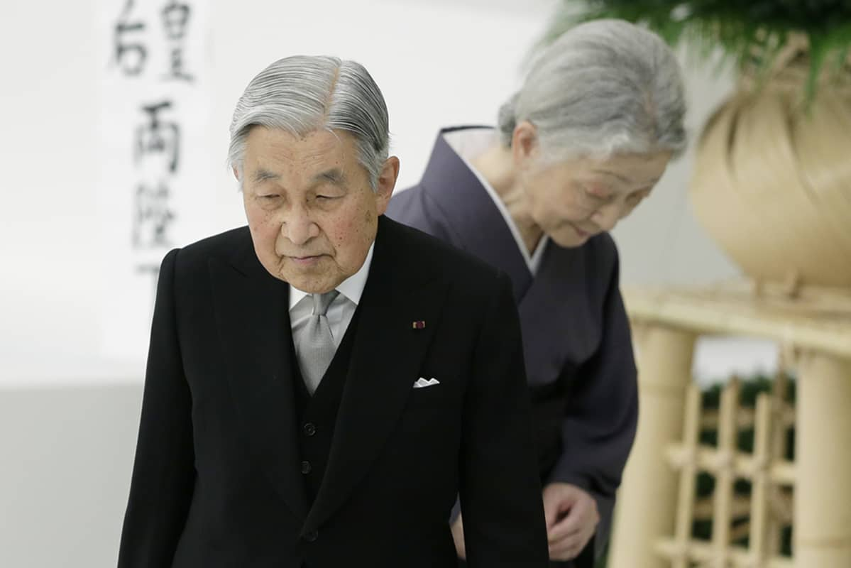 Japanin keisari Akihito ja keisarinna Michiko.