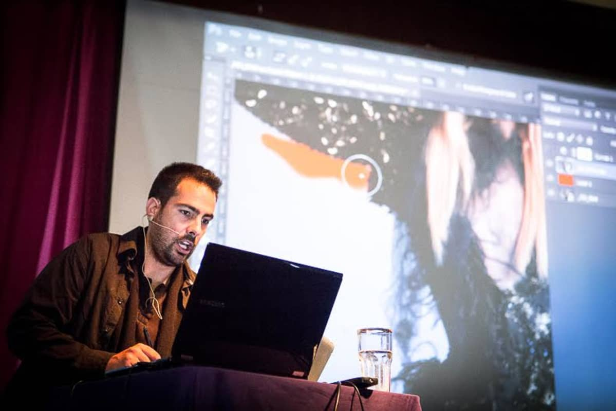 Valokuvaaja André Boto opettaa kuvankäsittelyn niksejä Suomen Ammattivalokuvaajat ry:n koulutustilaisuudessa Hämeenlinnassa