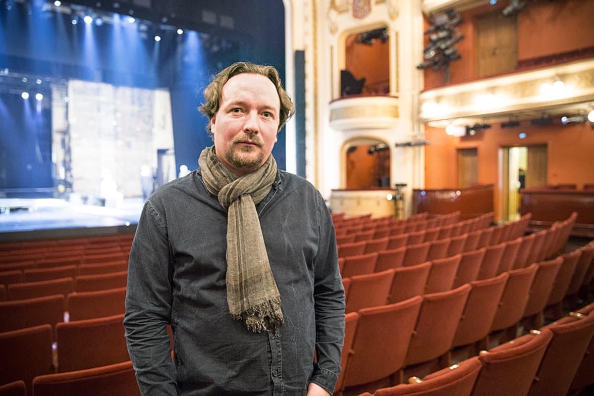 Ohjaaja ja näytelmäkirjailija Paavo Westerberg.